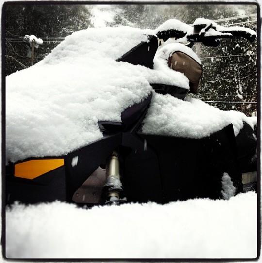 b130124_snowing